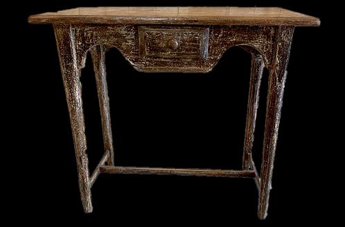 A mid 19th C Québecois side table with drawer / table à dentelle avec tiroir