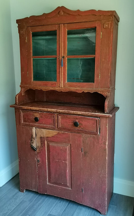 A 19th C Ontario two-piece cupboard with pie shelf, Renfrew County, c1870