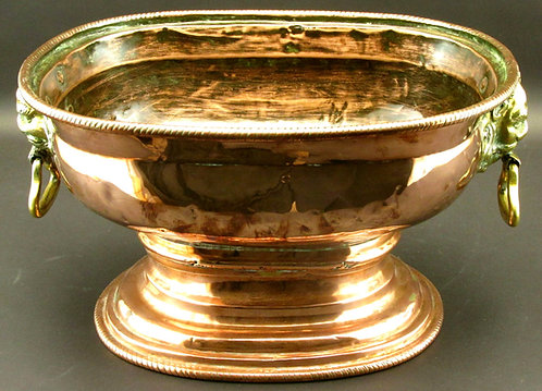 A very handsome 18th C copper wine cistern / wine cooler, Netherlands circa 1750