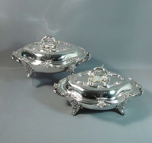 A very fine pair of sterling silver entree dishes, William Ker Reid, London 1837