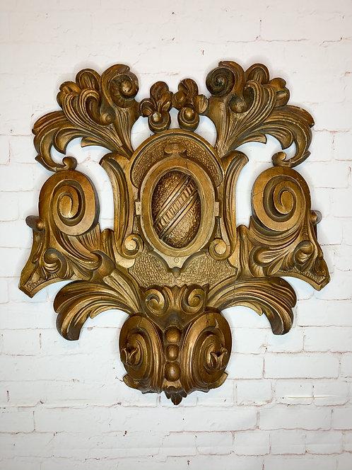 A mid 19th C French Canadian large wooden medallion / Grand médaillon sculpté