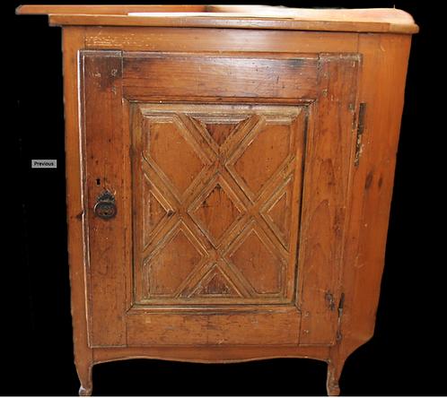 A mid 18th C Louis XIII style Quebec corner cabinet / Petite encoignure