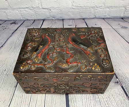 A 19th C French Canadian documents box with birds, Quebec / Coffret avec oiseaux