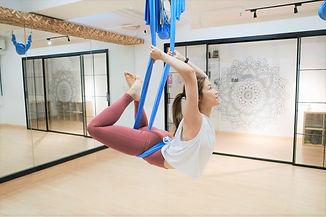 伸展空中瑜伽.jpeg