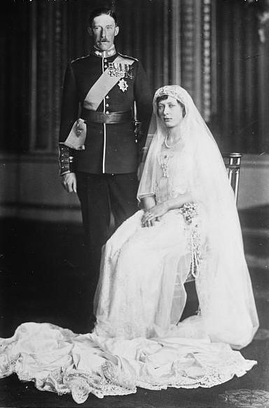 royal wedding photograph, A 1922 wedding portrait of Princess Mary and Viscount Lascelles.. British monarchy, history, royal family