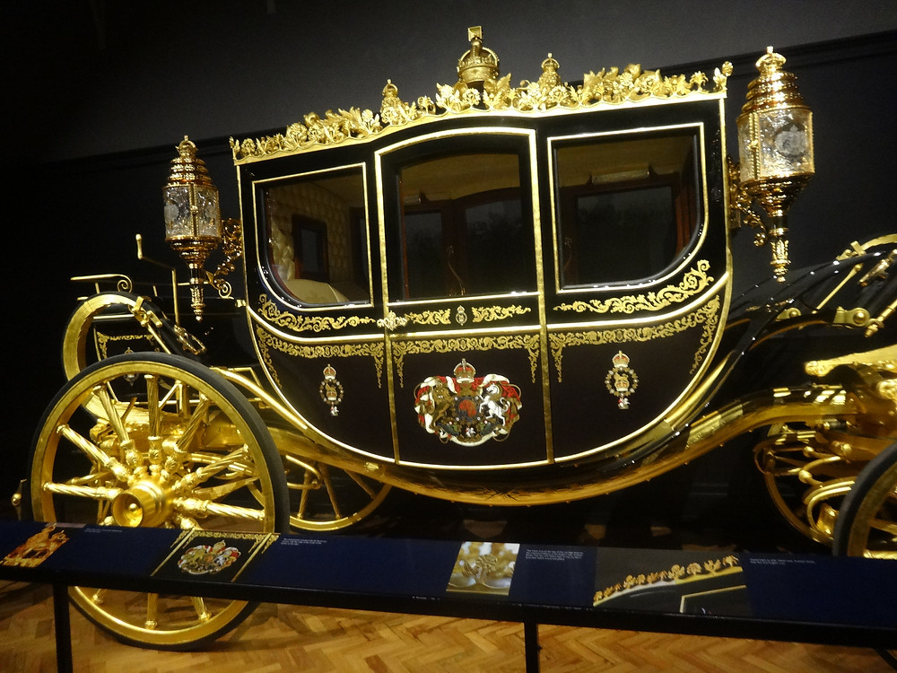 Diamond jubilee coach . By Jordiferrer [CC BY-SA 4.0  (https://creativecommons.org/licenses/by-sa/4.0)], from Wikimedia Commons