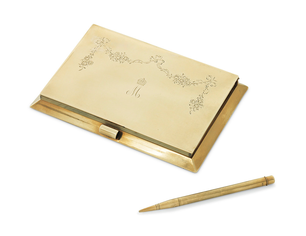 A GEORGE V 9 CARAT GOLD NOTEBOOK HOLDER AND PEN IN FITTED CASE   MARK OF JOHN COLLARD VICKERY, LONDON, 1928 . former owner was Queen Mary, of the British royal family.