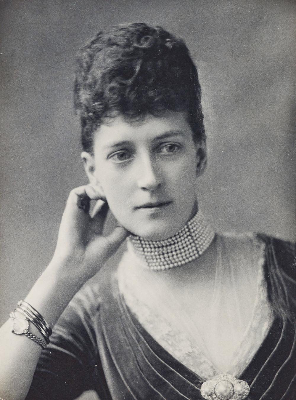 Alexandra, Princess of Wales, c.1887; RCIN 2941847   Royal Collection Trust/© Her Majesty Queen Elizabeth II 2018