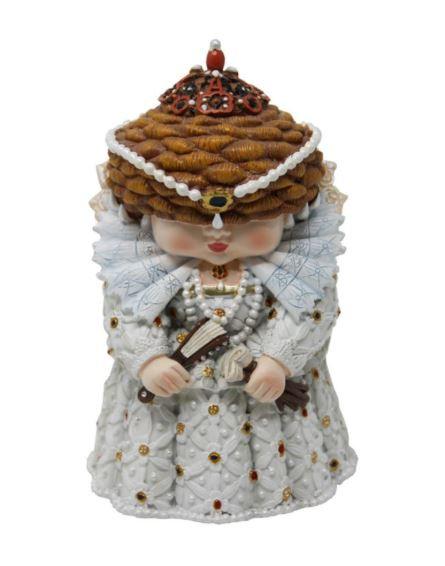 Elizabeth I mini me model sold by English Heritage shop.