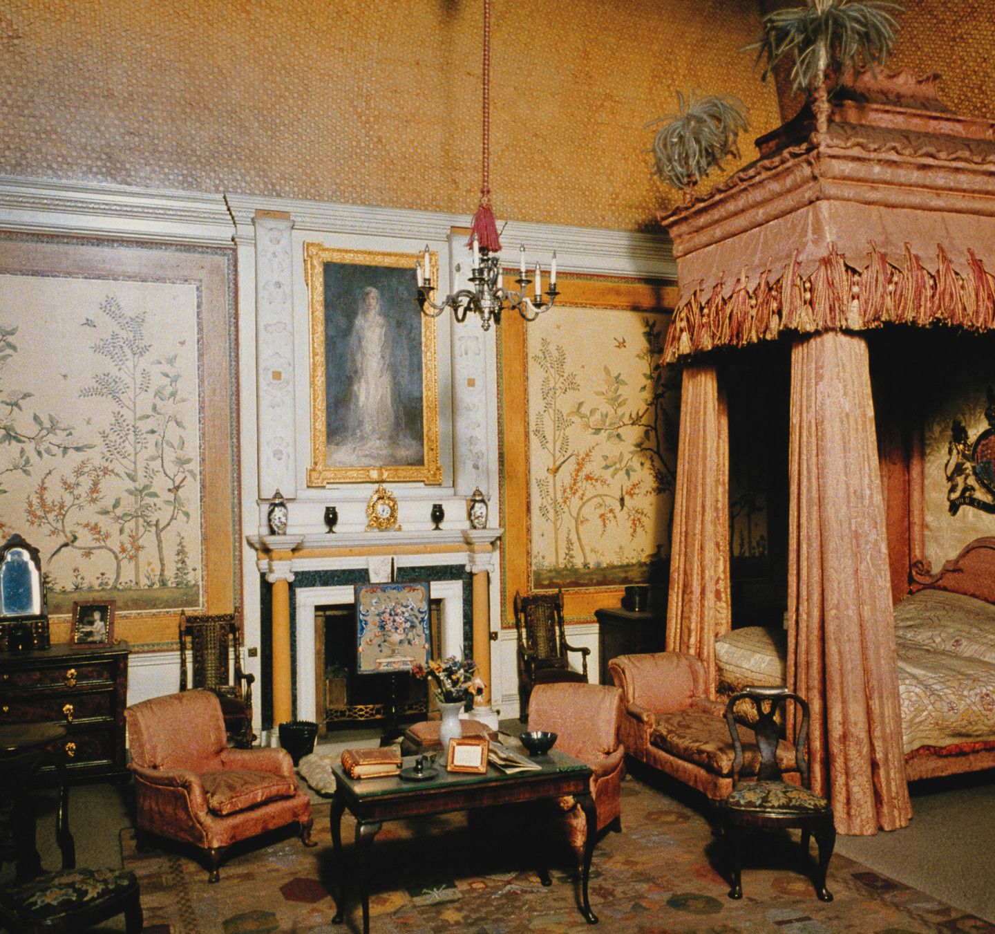 Queen Mary's Dolls' House 1921-24 made by SIR EDWIN LANDSEER LUTYENS (1869-1944). bedroom view