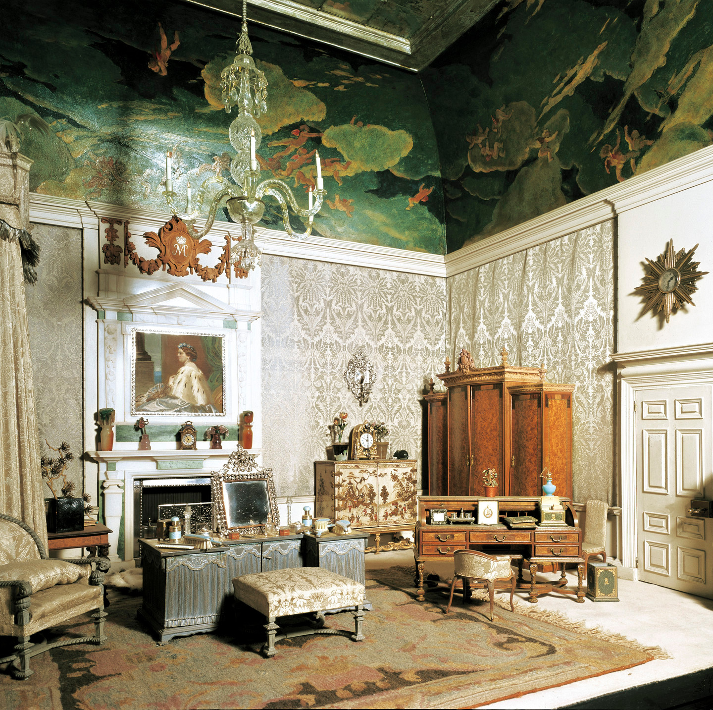 Queen Mary's Dolls' House 1921-24 made by SIR EDWIN LANDSEER LUTYENS (1869-1944). inside view