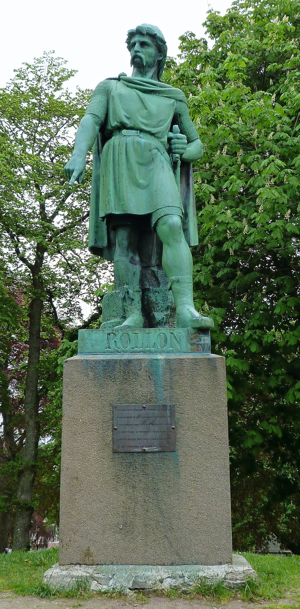 Statue of Rollo in Ålesund, Norway. Delusion23 / CC BY-SA (https://creativecommons.org/licenses/by-sa/4.0)