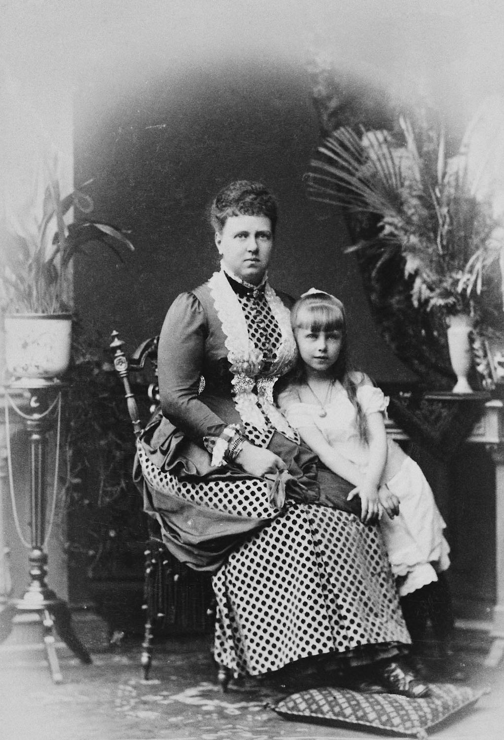 Princess Marie with her mother Marie, Grand Duchess of Edinburgh circa 1887 Royal Collection Trust/(c) Her Majesty Queen Elizabeth II 2018