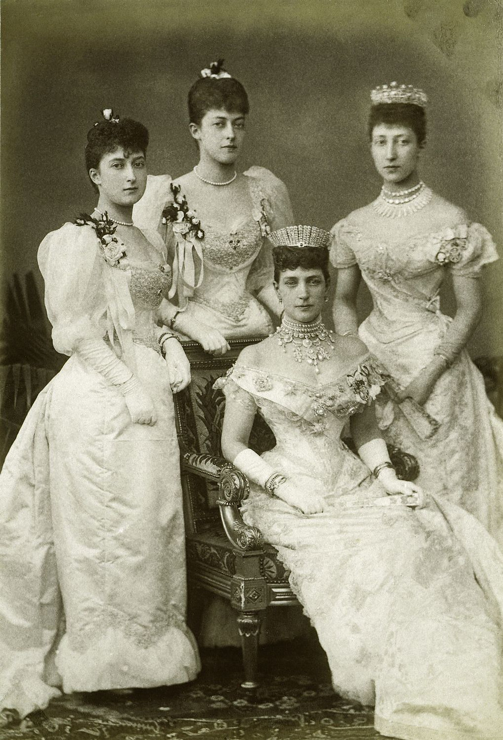 RCIN 2905165; Alexandra, Princess of Wales, with her daughters, July 1893 Royal Collection Trust/© Her Majesty Queen Elizabeth II 2018
