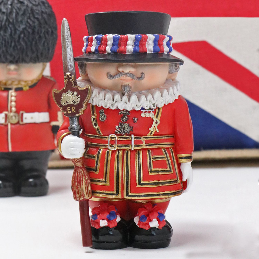 Beefeater mini me model by English Heritage Shop