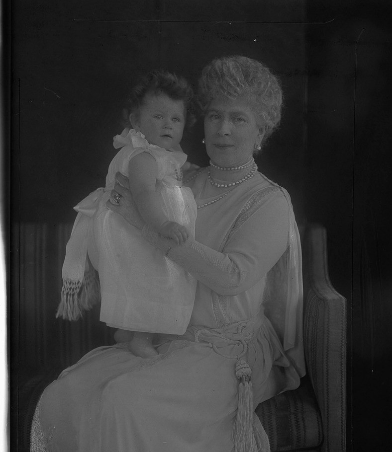 Queen Mary with her granddaughter  Princess Elizabeth of York, 31 March 1927 - at the Royal Collection Trust/(c) Her Majesty Queen Elizabeth II 2018