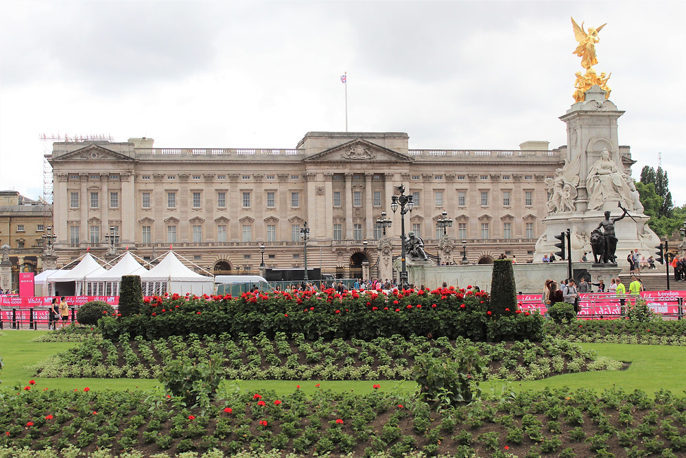 View of Buckingham Palace from the Mall. Queen Victoria memorial, The Mall, London