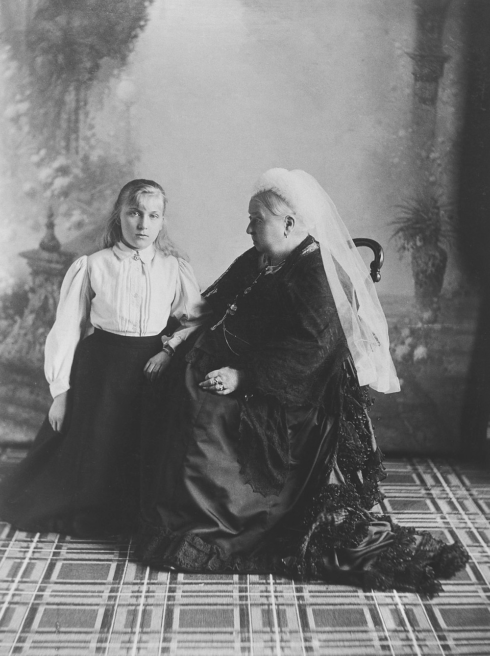 Queen Victoria with Princess Victoria Eugénie of Battenberg, 1897 . Royal Collection Trust/(c) Her Majesty Queen Elizabeth II 2018