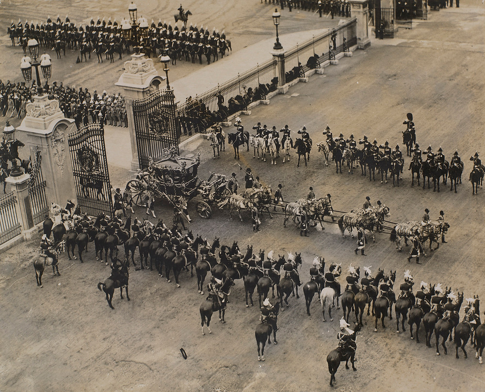 Returning from Westminster Abbey to Buckingham Palace, Coronation Day 22 - 22 Jun 1911