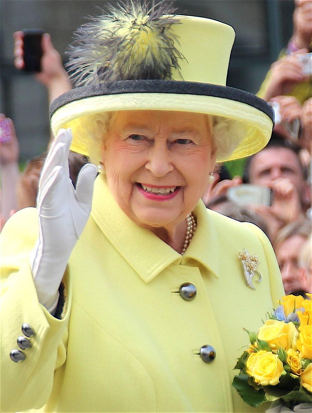 Queen Elizabeth II in Berlin, 2015 wearing yeloow outfit