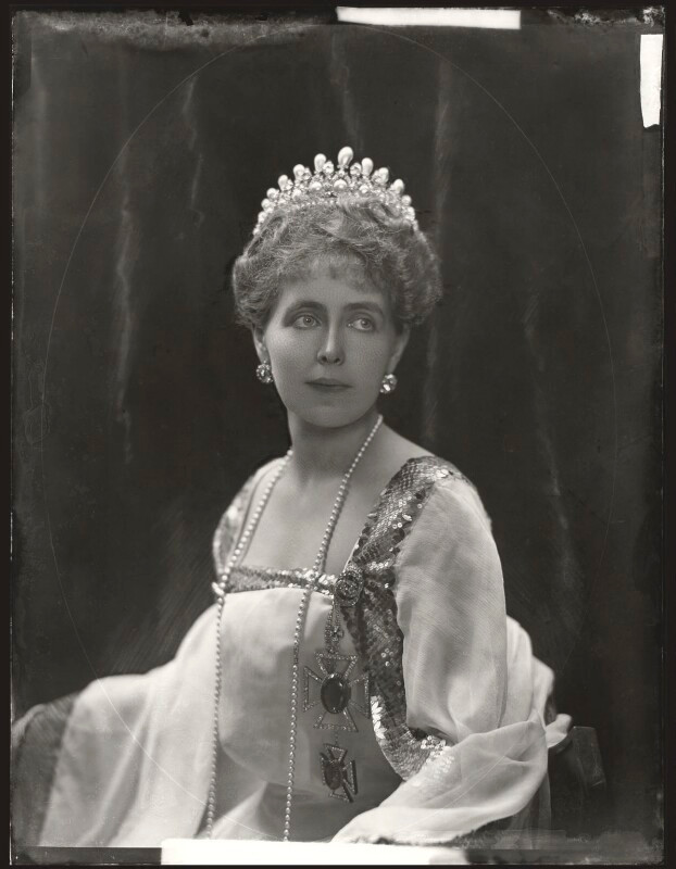 Marie, Queen of Romania  by H. Walter Barnett whole-plate glass negative, 1902 NPG x81689  © National Portrait Gallery, London