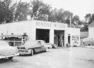 Picture taken 1950.  (Currently Tim & Mikes)