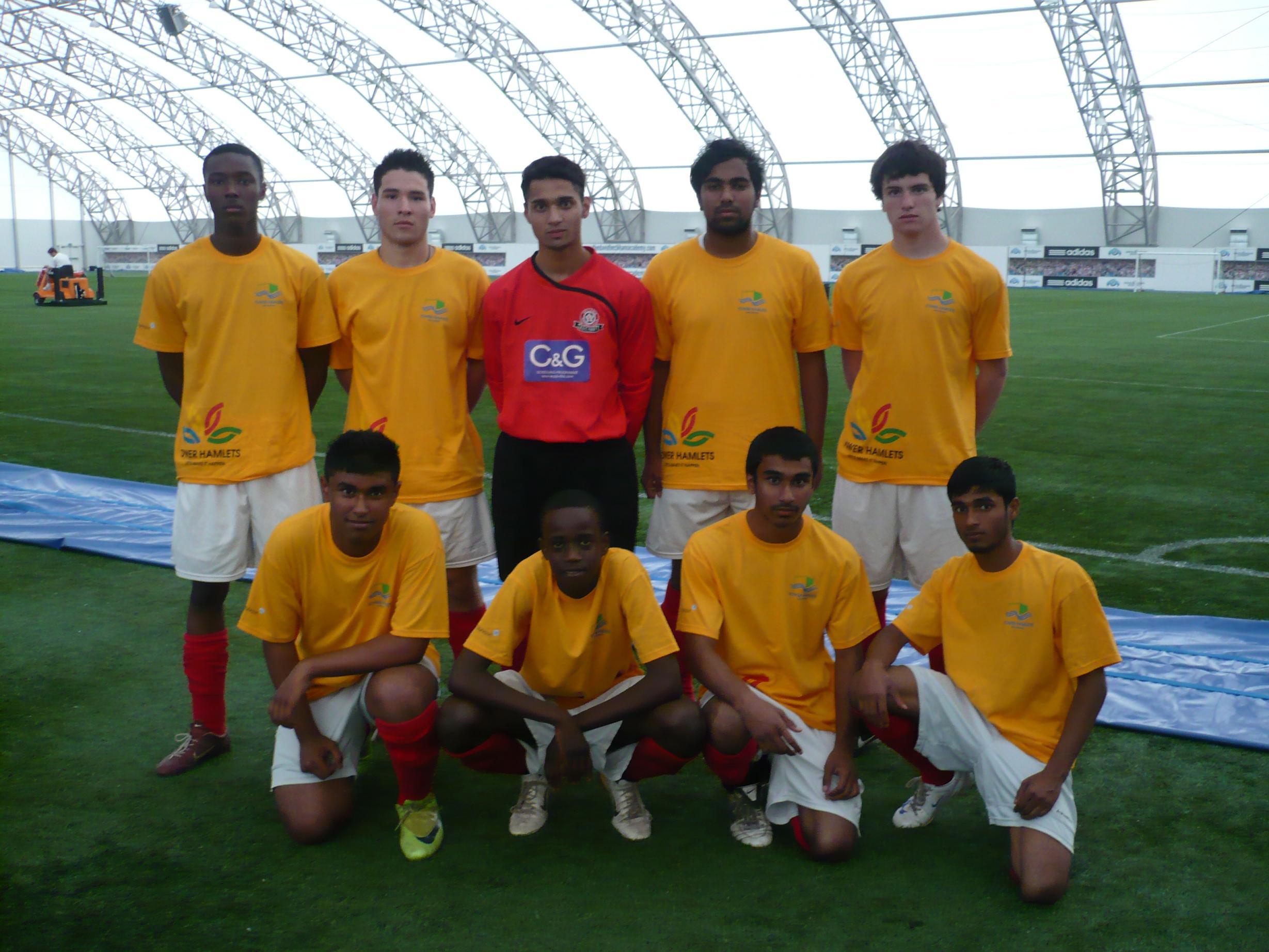 Tower_Hamlets_U18-2009.JPG