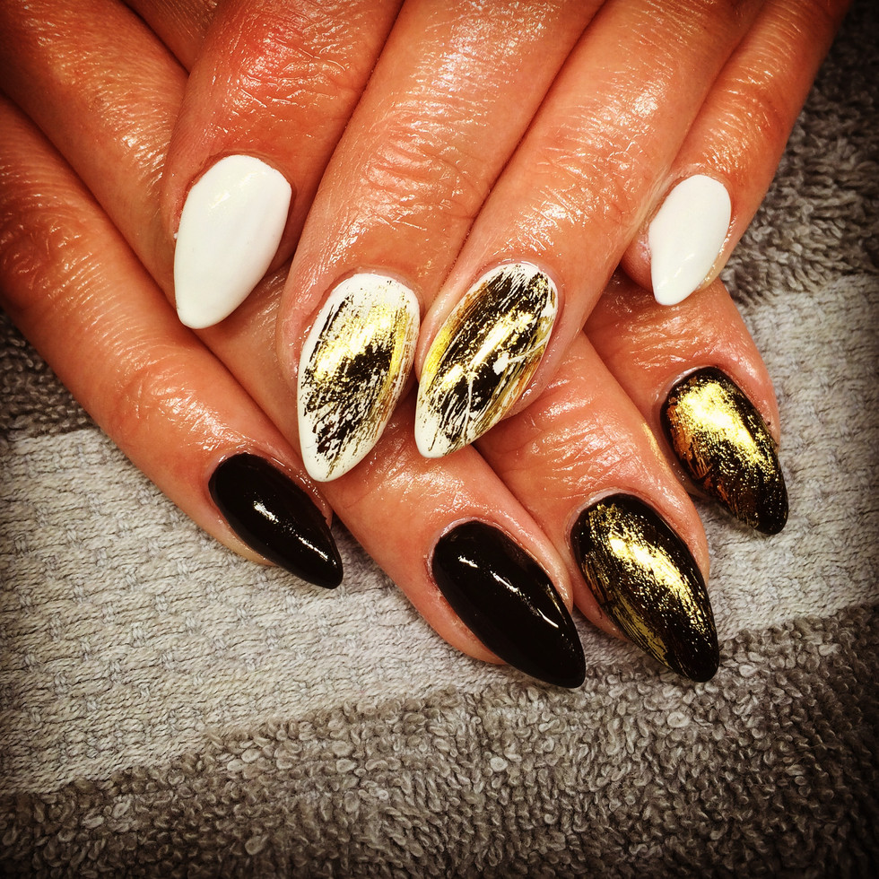 Black, gold and white nagels