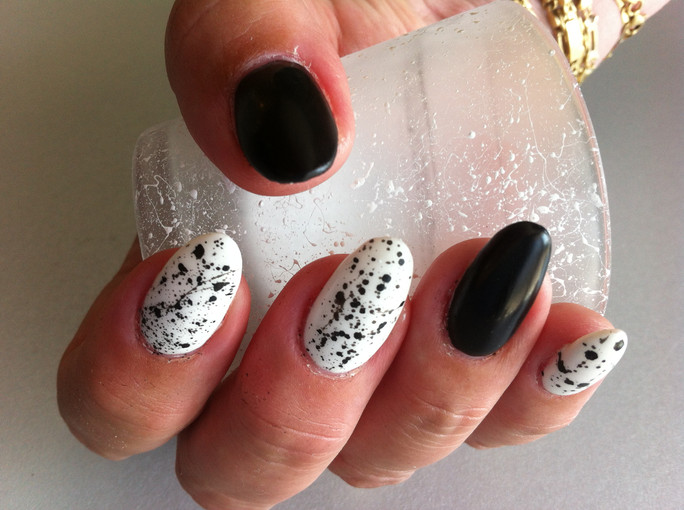 Black and white nagels