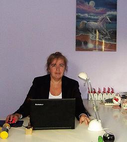 Maria Cacciatore nel suo studio di Imola