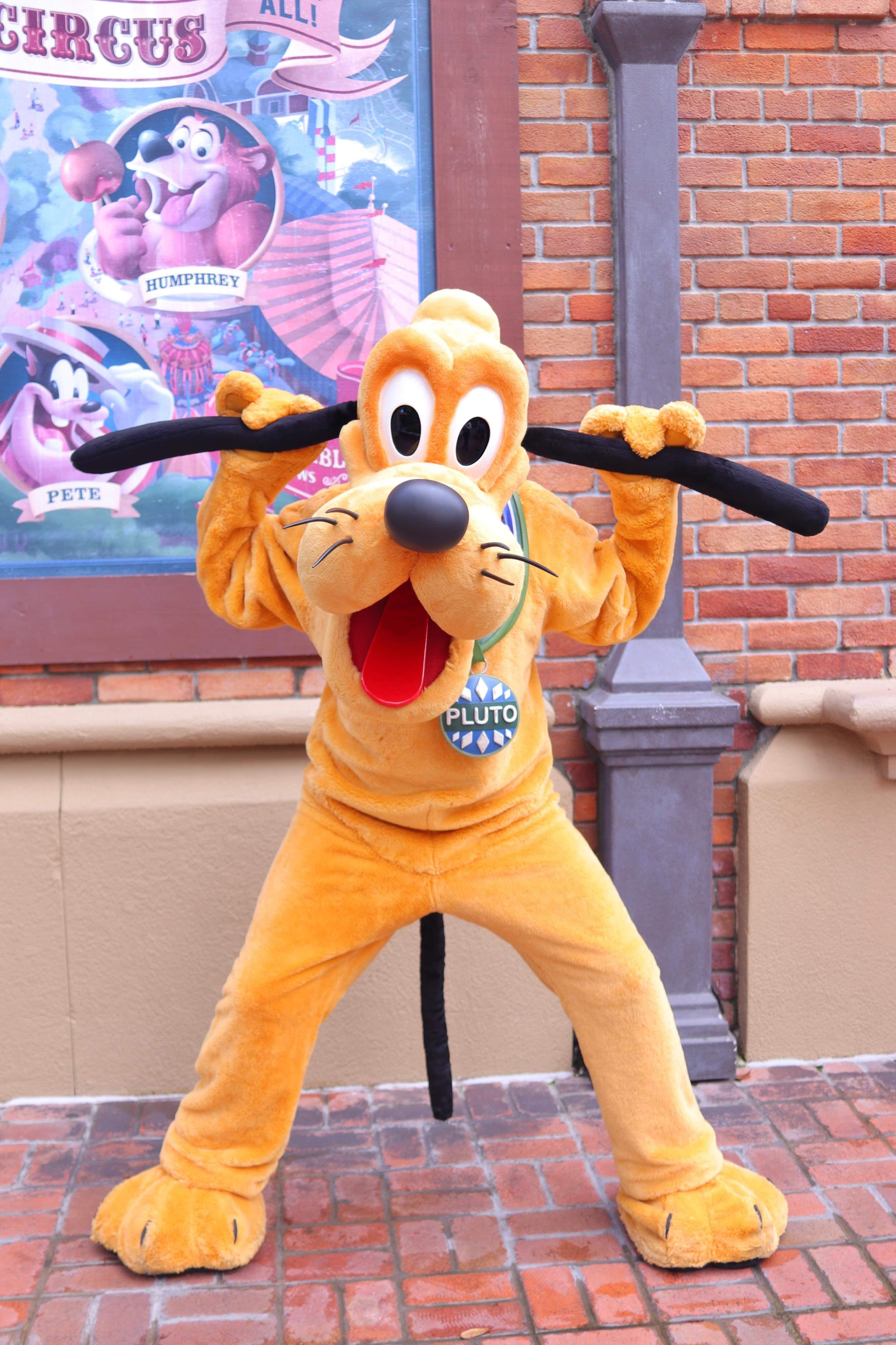 No hat Pluto