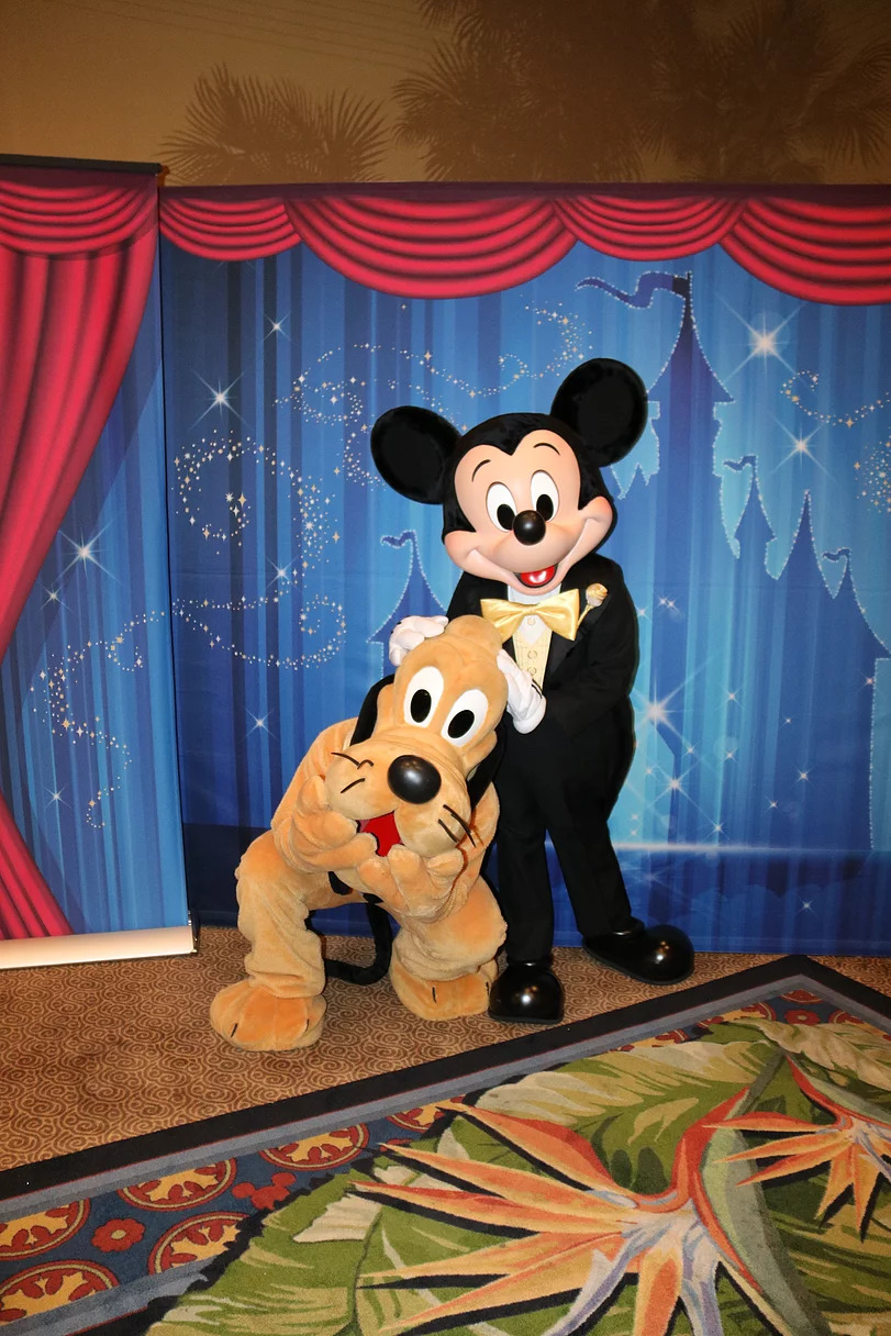 Pluto and No Hat Mickey