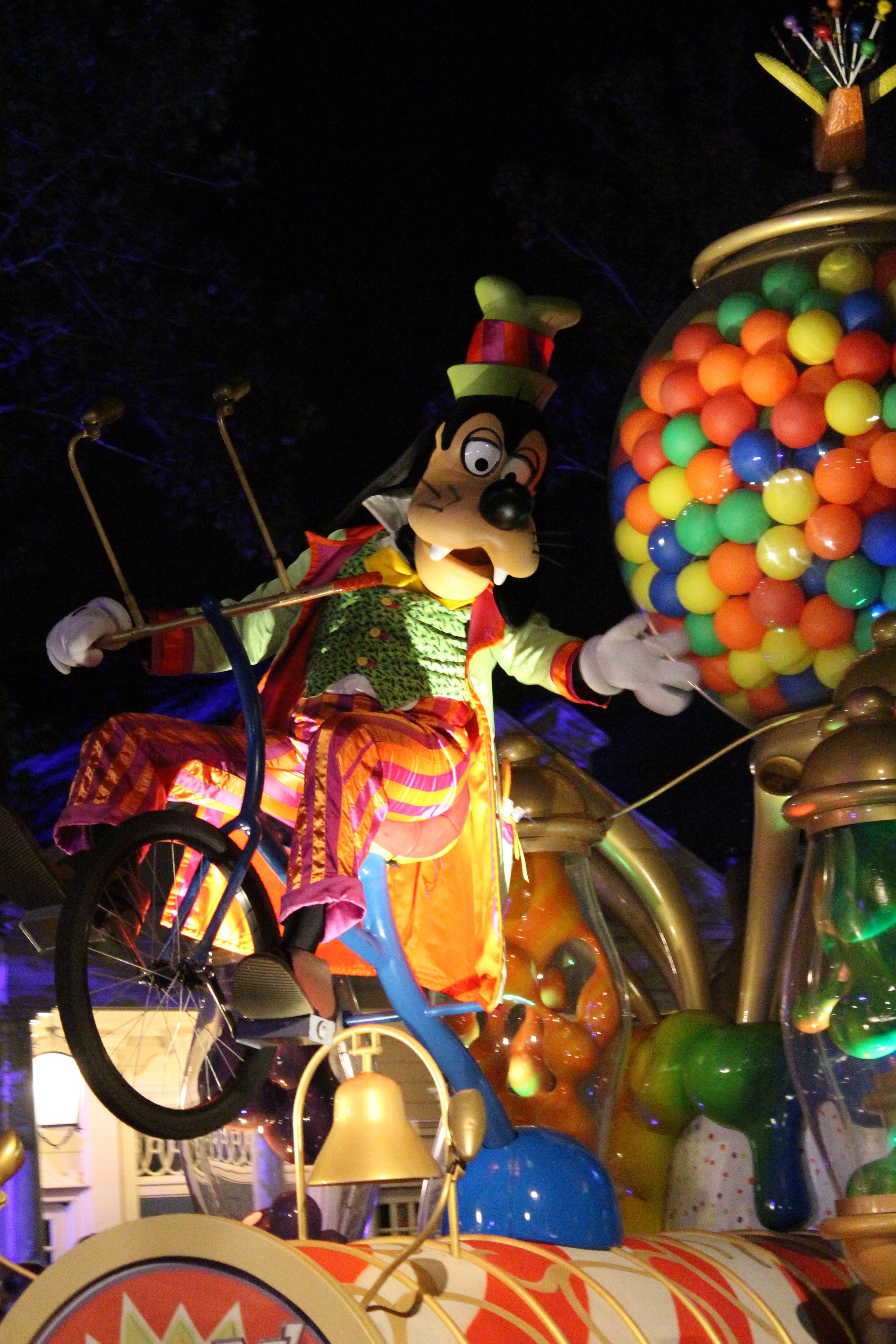 Old Parade Goofy