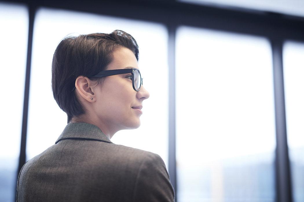 Inspired-businesswoman-547497.jpg