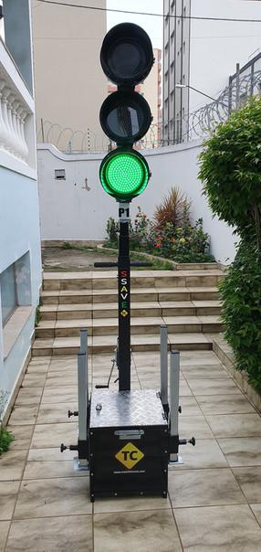 Ultima versão do semáforo portátil, com upgrade de estabilizador e catraca para poste telescopico.