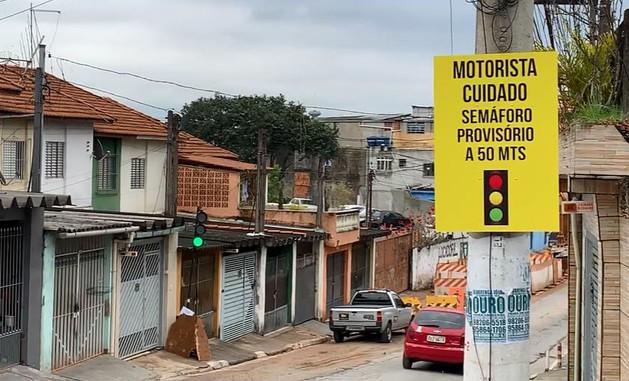 Placa de advertencia provisória de semáforo portátil