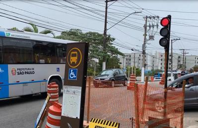 Semáforo Portátil em operação obra SABESP