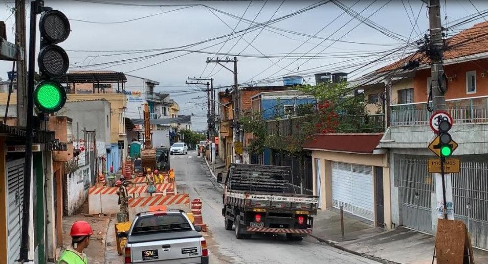 Primeiro Semáforo Portátil em operação obras SABESP