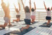 Güverte üzerinde yoga