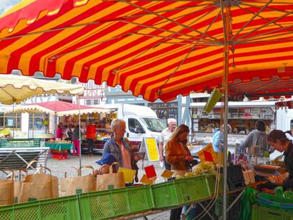 Donnerstags-Wochenmarkt auf dem Marktplatz