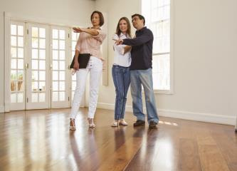 Co byste měli vědět, když uvažujete o prodeji své nemovitosti s realitkou