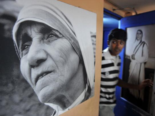 Madre Teresa: cure inadeguate, sofferenze indicibili, glorificazione del dolore. L'inchiesta can