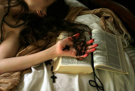 Esorcismi e possessione demoniaca in Italia: l'inquietante fenomeno nel documentario shock di un