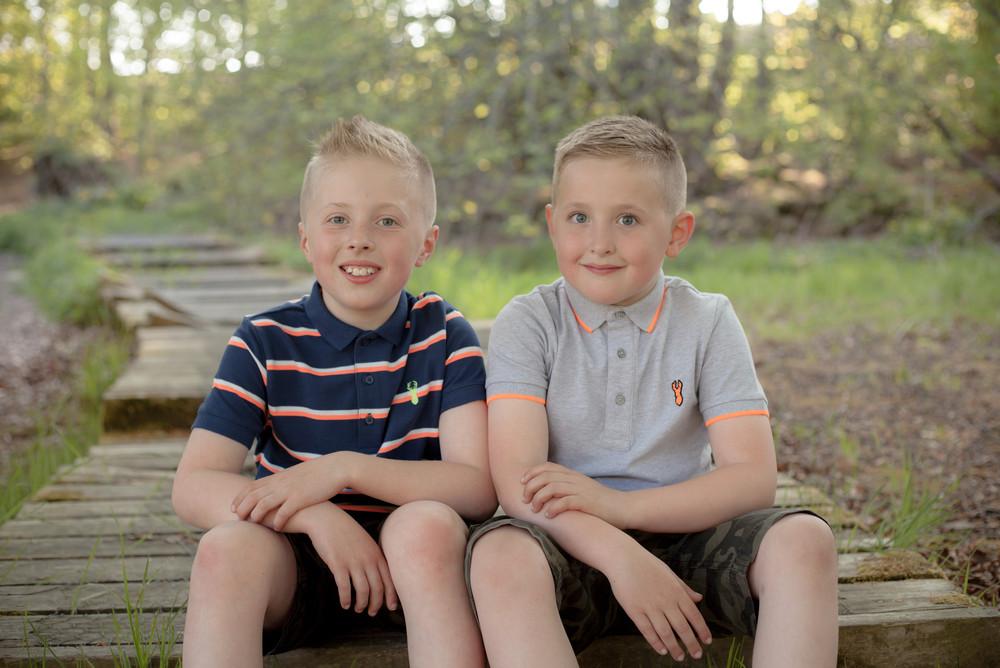 Natural, relaxed outdoor sibling shoot