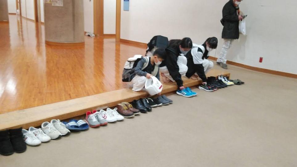 全ての靴を揃える藪3姉妹弟