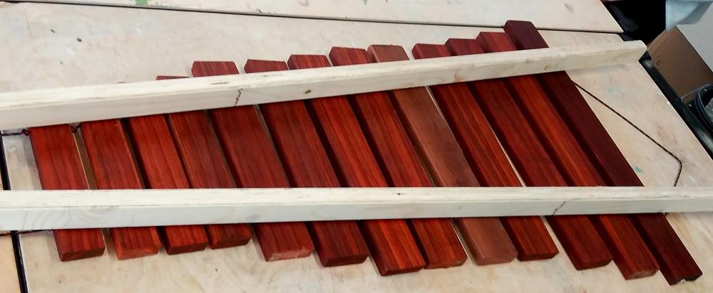 Les tasseaux sont positionnés au niveau des noeud vibratoires