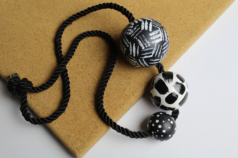 3 BALL NECKLACE #01