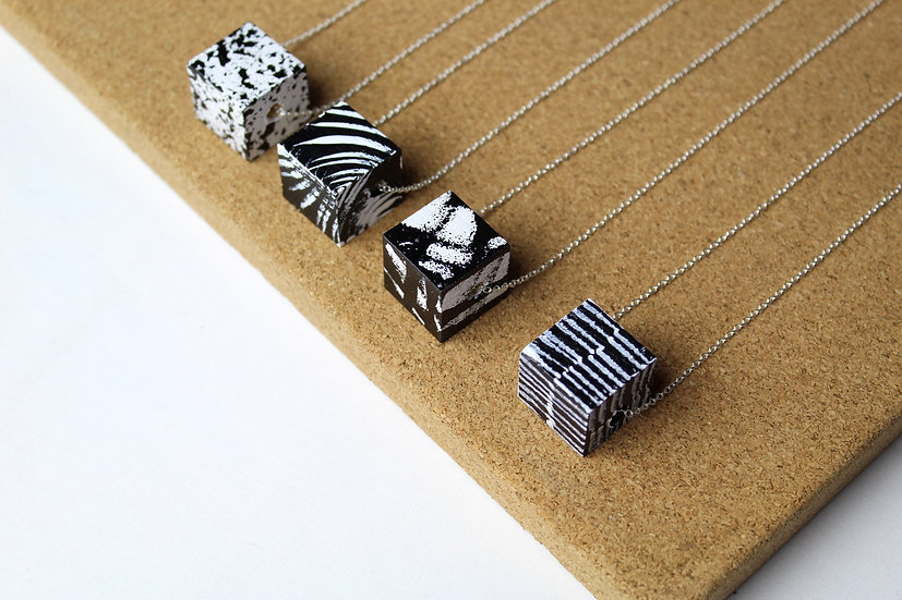 SMALL SQUARE NECKLACE ASSORTED