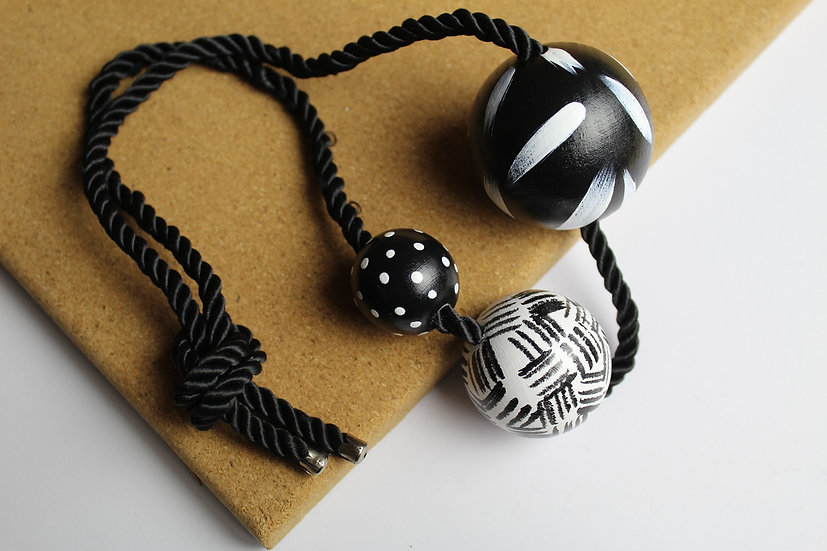 3 BALL NECKLACE #03