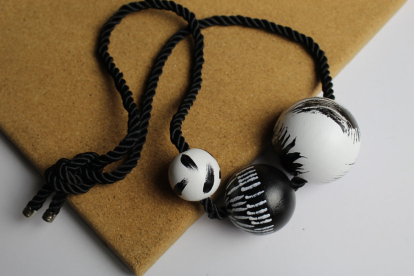 3 BALL NECKLACE #04